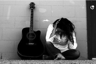 sad_woman_guitar