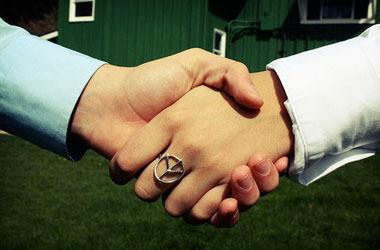handshake_art_crop