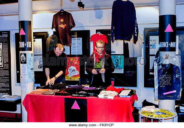 paris-france-aids-activists-of-act-up-paris-selling-merchandise-on-fk81cp
