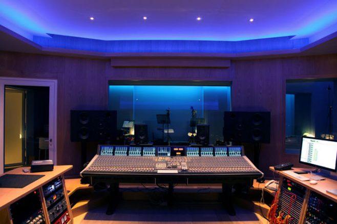 music mixing studio